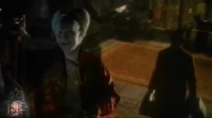 Dracula et Jonathan dans les escaliers scène coupée